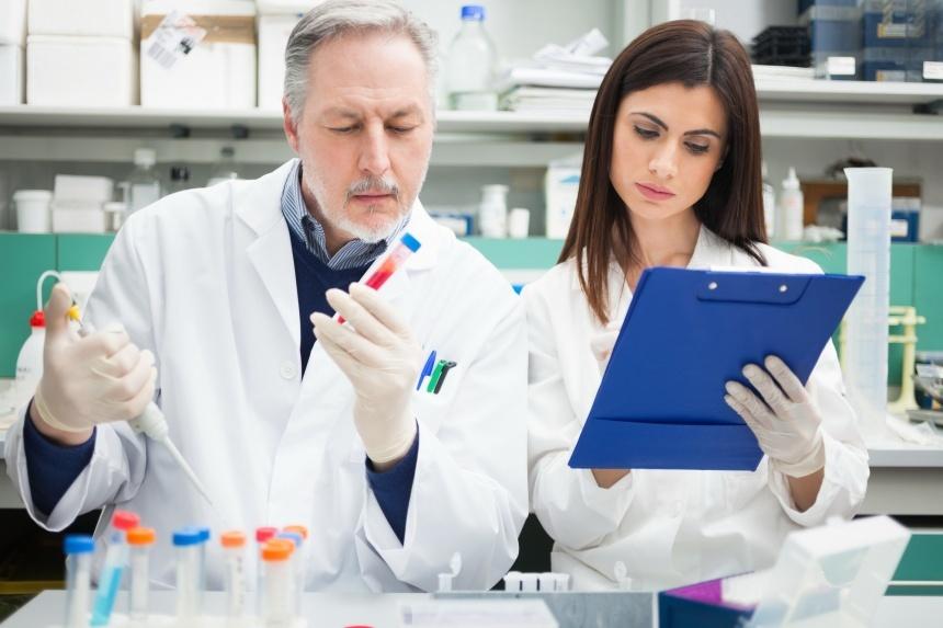Анализы на сифилис назначает врач венеролог